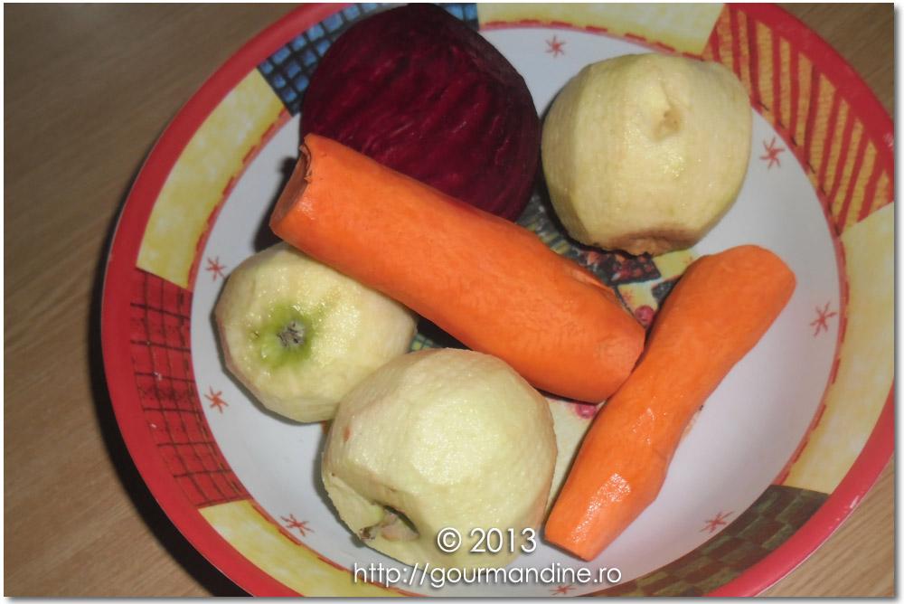 Suc cu sfeclă roşie, mere şi morcovi