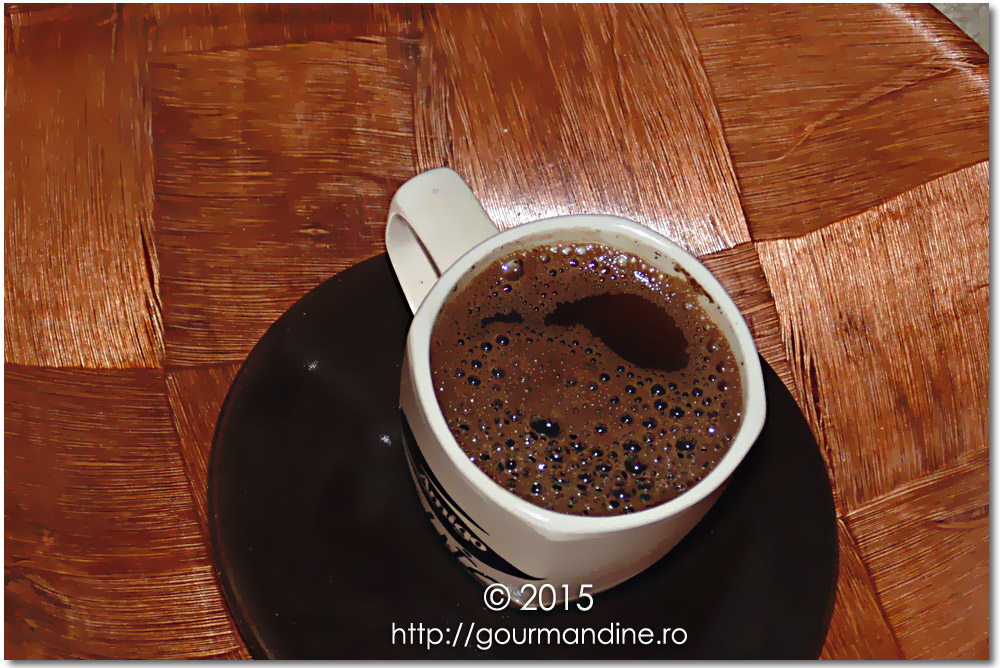 Cafea cu scorţişoară şi sos de caramel